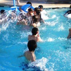 בת מצווה בבריכה